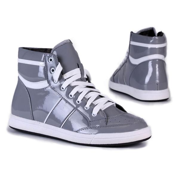 Graue Lack Sneakers